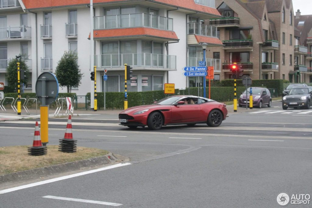 Aston Martin DB11 in koksijde